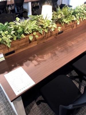 ワークブースのテーブル